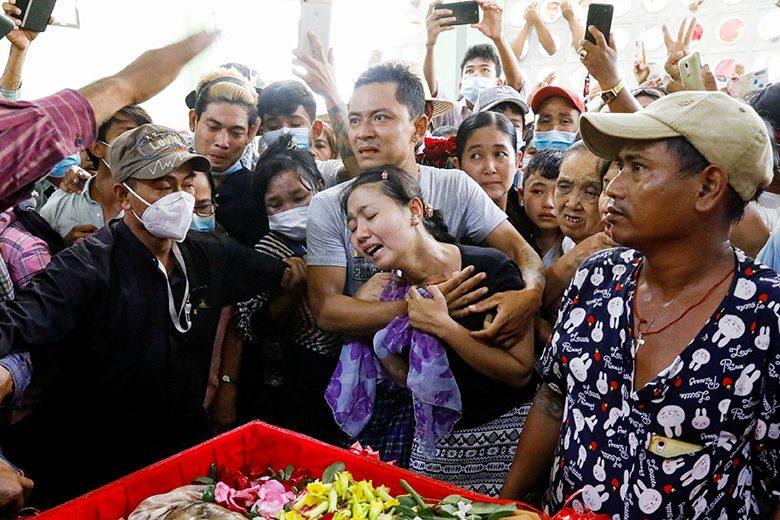 ทัพพม่าไม่สนยูเอ็นประณาม-รัวยิงม็อบ กล่าวหาซูจีซุกทอง-เงินล้าน