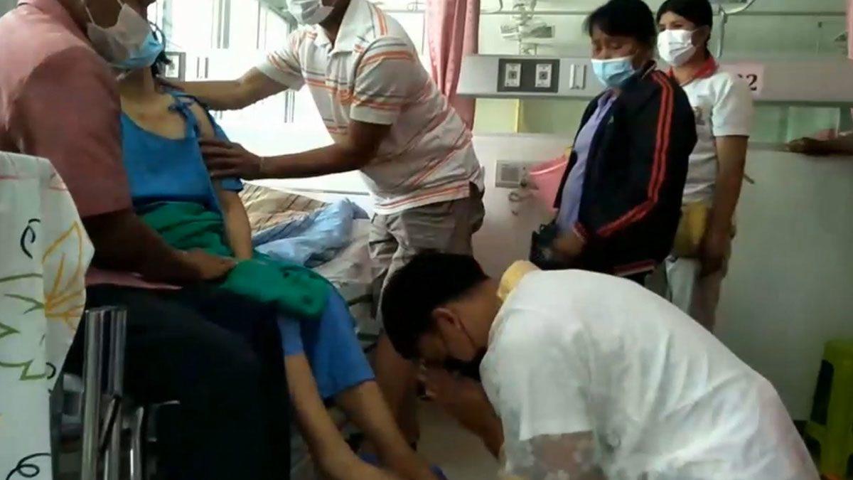 ร้องไห้น้ำตาท่วมรพ. ลูกมากราบลาบวช แม่ป่วยมะเร็งระยะสุดถึงเตียงคนไข้ ก่อนสิ้นลม