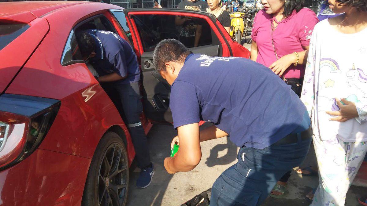 ชาวบ้านช่วยลุ้น! สาว 19 ปี ท้องแก่สุดจะอั้น คลอดน้องบนรถ จนท.กู้ภัยช่วยระทึก