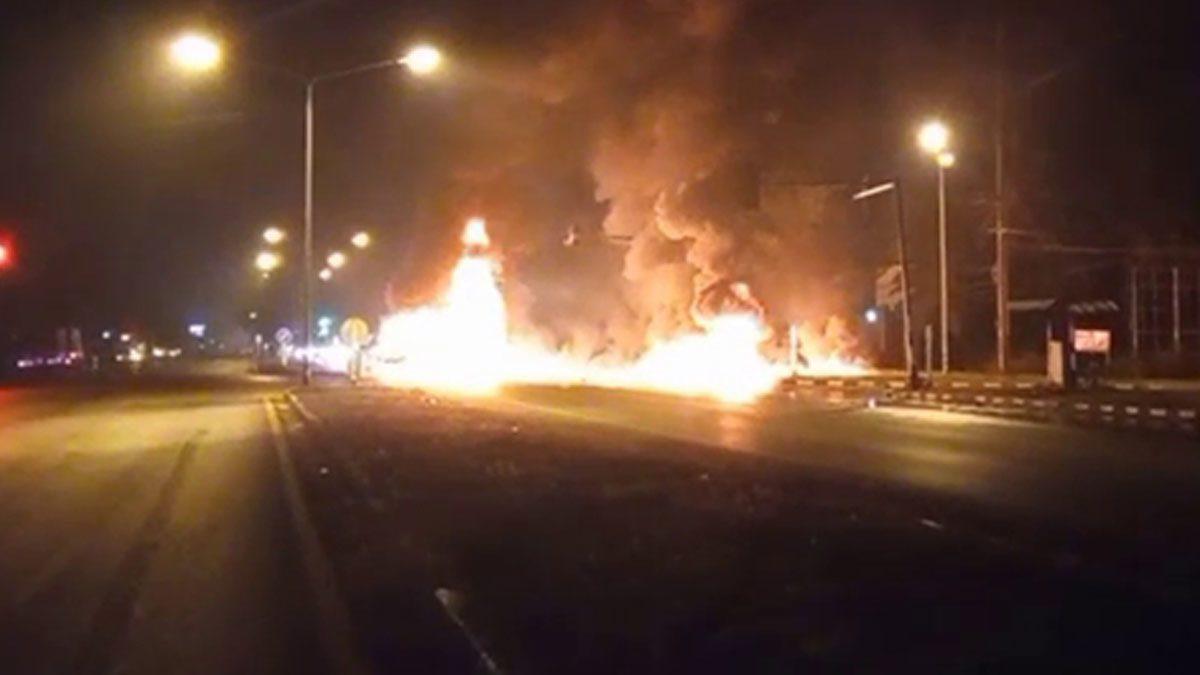 หนุ่ม หลับใน รถพ่วงเสยท้ายรถบรรทุกน้ำมัน ไฟลุกท่วม หนีตายกลางแยก