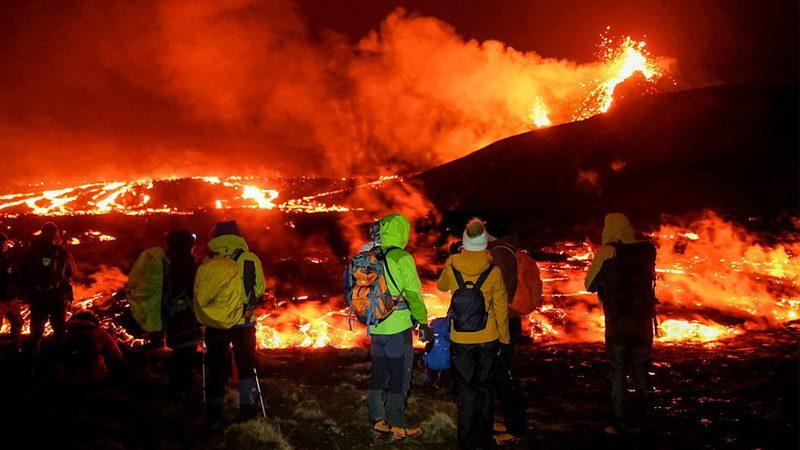 ชมภาพมุมสูง ภูเขาไฟที่กำลังปะทุในไอซ์แลนด์