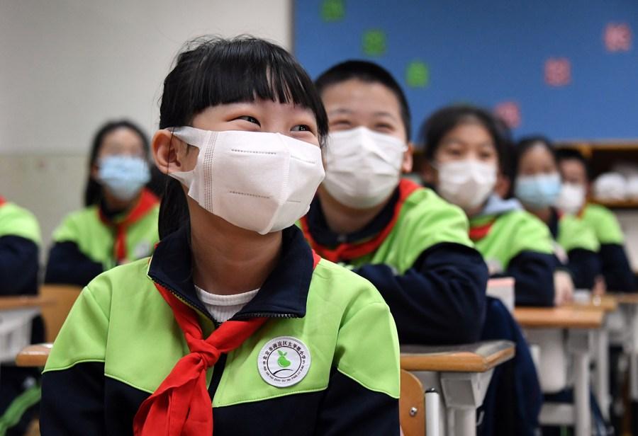 จีนกำหนด 'ชั่วโมงนอนหลับขั้นต่ำ' สำหรับเด็กประถม-มัธยม