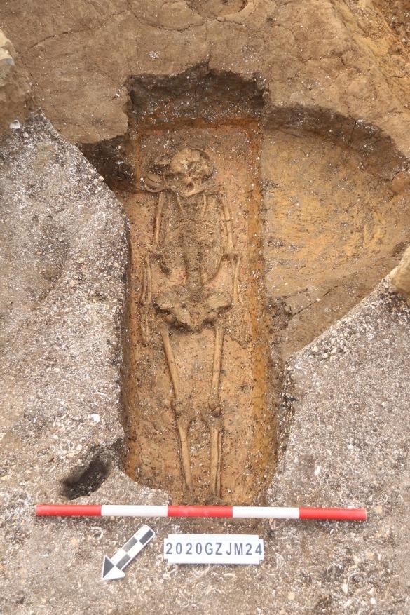 จีนพบหมู่หลุมศพ 'มนุษย์ยุคหิน' ฝังโครงกระดูกสภาพดี