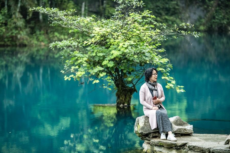 ผืนน้ำสีหยก ธรรมชาติบริสุทธิ์ มนต์เสน่ห์ป่าเขา 'กุ้ยโจว'
