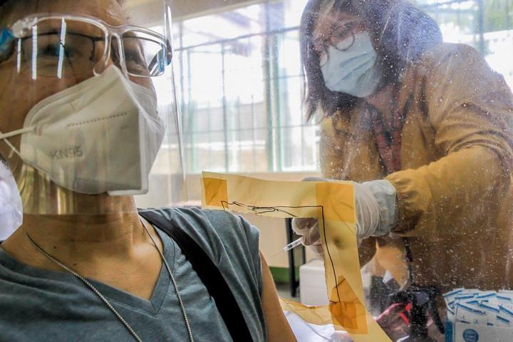 บลูมเบิร์กชี้โลกต้องการ 'วัคซีนโควิด-19 ฝีมือจีน' แก้ปัญหาขาดแคลน