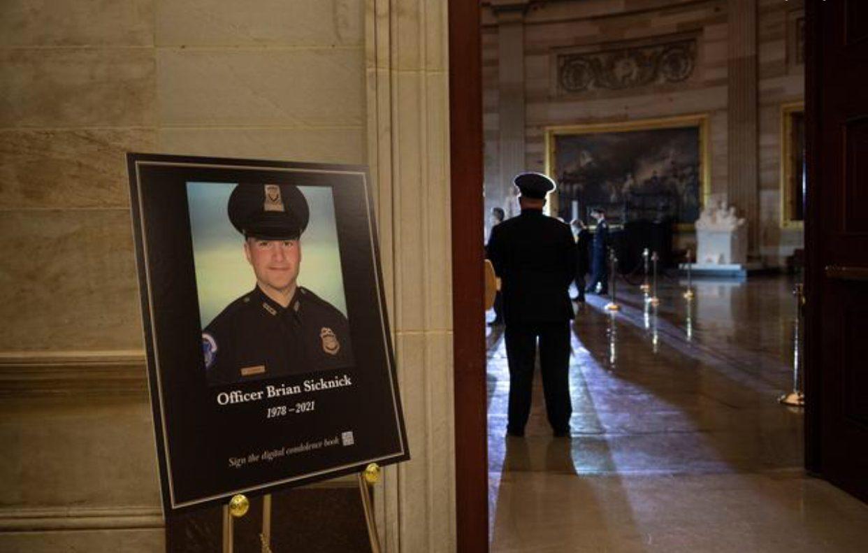 ผลชันสูตรชี้ ตำรวจคองเกรสเสียชีวิตจากเหตุธรรมชาติ วันกลุ่มหนุนทรัมป์บุก