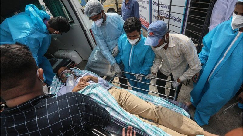 อินเดียติดโควิดพุ่ง 3 แสน ทุบสถิติโลกวันที่สอง - ไฟไหม้โรงพยาบาลตาย 13 ศพ