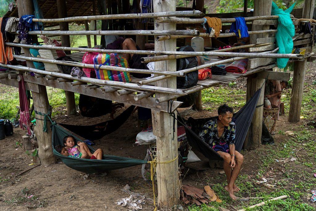"""เผยเมียนมากว่า 8 พันคนจ่อหนีเข้าไทย ยูเอ็นเตือนรัฐประหารทำคนครึ่งประเทศ""""ยากจน"""""""