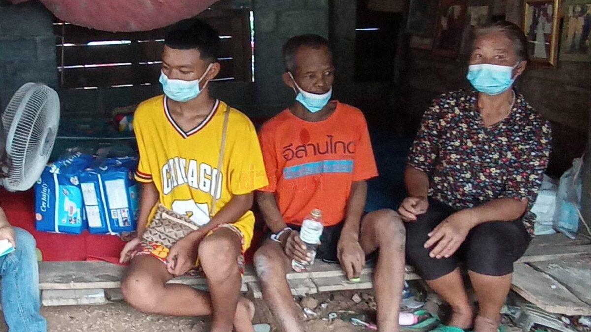วอนช่วย ด.ช.วัย 14 กัดสู้ยุคโควิดกับพี่ชาย หาเลี้ยงครอบครัวให้รอด พ่อป่วยมะเร็งระยะสุดท้าย แม่เป็นใบ้
