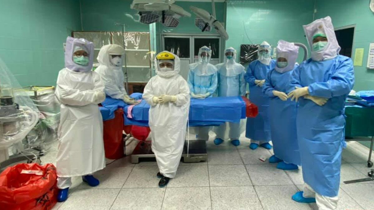 แห่ชื่นชม ให้กำลังใจทีมแพทย์ พยาบาล รพ.กระบี่ ทำคลอดหญิงป่วยโควิด ได้สำเร็จ