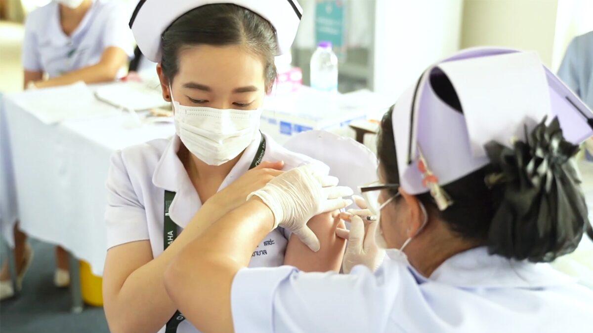 คณะแพทยศาสตร์ มช. ปูพรมฉีดวัคซีนโควิด นศ. แพทย์ อาจารย์