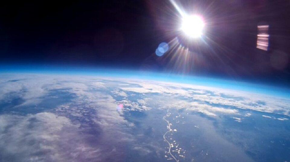บรรยากาศโลกส่วนบนชั้นสตราโตสเฟียร์ บางลง 400 เมตร เหตุเพราะก๊าซเรือนกระจก