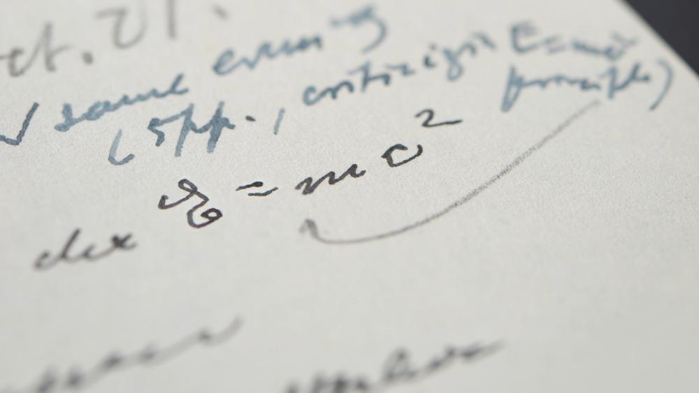 จ.ม.ของไอน์สไตน์ ที่จดสูตรฟิสิกส์ไว้ ถูกประมูลไปด้วยราคา 37.6 ล้านบ.