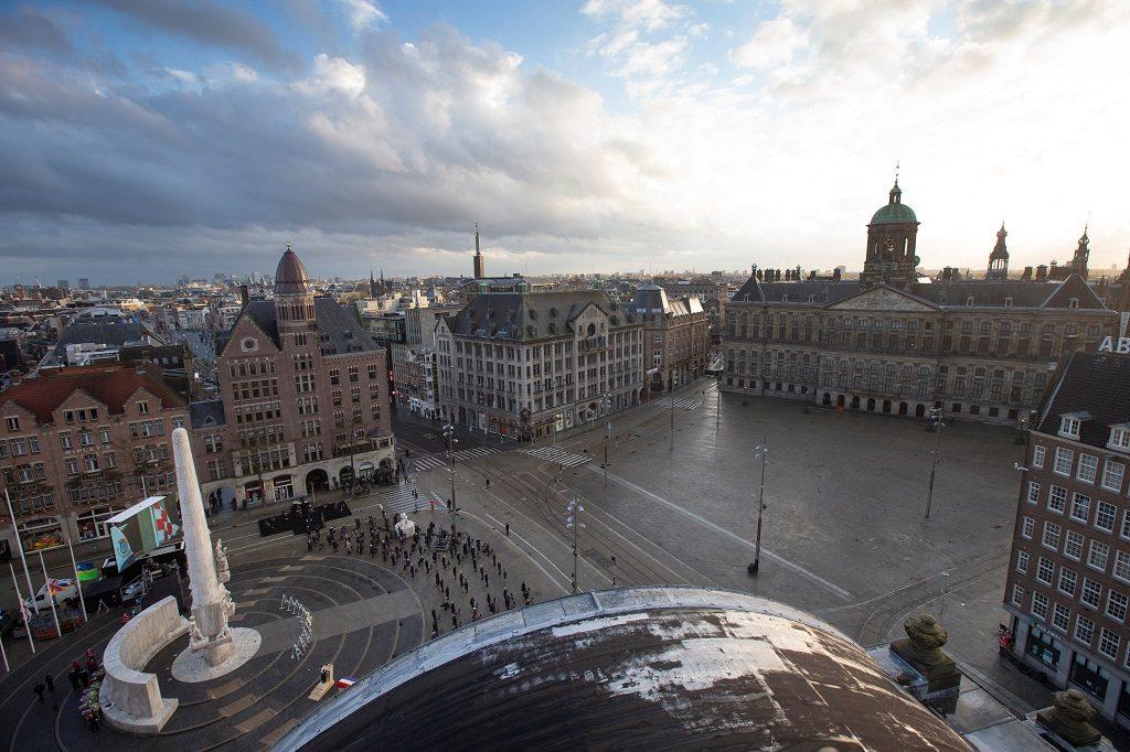 มือมีดก่อเหตุไล่แทงคนกลางกรุงอัมสเตอร์ดัม ดับ 1 เจ็บ 4 ตร.ปัดโยงก่อการร้าย