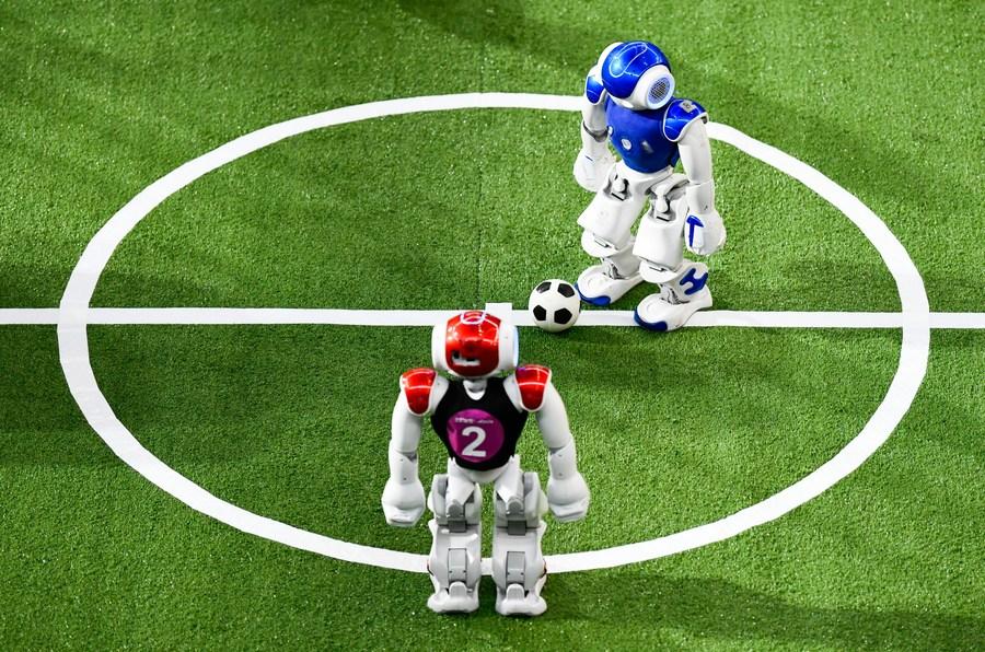 เทียนจินเปิดสนาม 'โรโบคัพ' หุ่นยนต์นักเตะร่วมวัดฝีเท้า