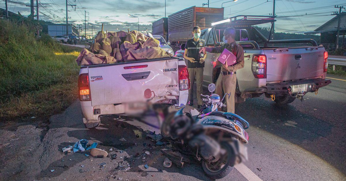 สองวัยรุ่นตราดขับมอ'ไซค์ พุ่งชนท้ายรถขนทุเรียน สาวคนขับเสียชีวิต
