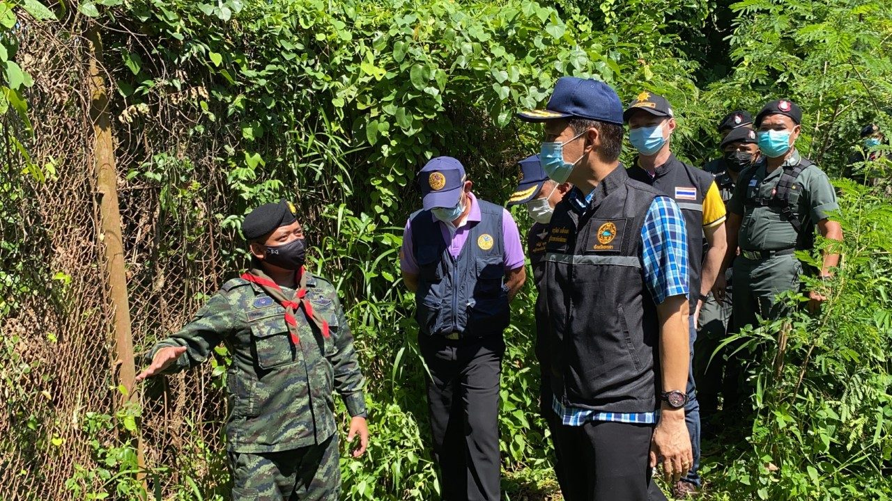"""ตรวจชายแดนไทย-มาเลย์ 7 จุด พบสารพัดวิธีลักลอบข้าม """"บันไดพาด-ตัดรั้ว-มุดดิน"""""""