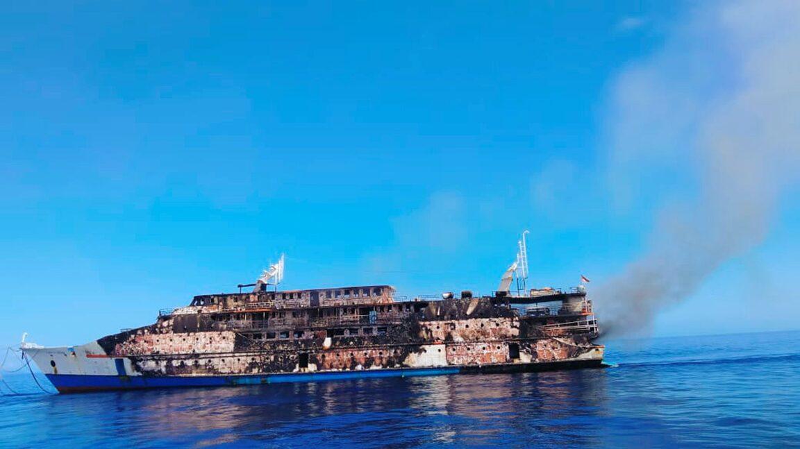 เผยนาทีเรือข้ามฟากไหม้กลางทะเล อินโดฯอพยพวุ่น274ชีวิต ยังหาคนหาย