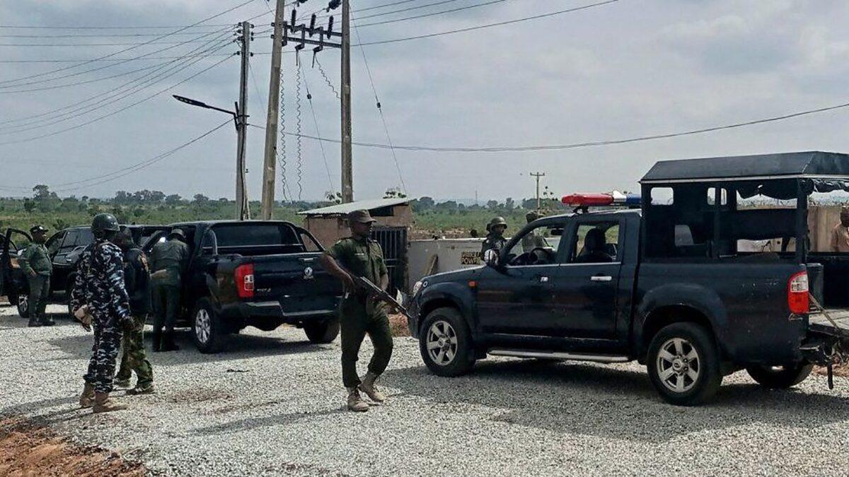ไนจีเรีย ลักพาตัวนักเรียนหลายร้อยคน กลุ่มติดอาวุธกราดยิง-บุกถึงโรงเรียน