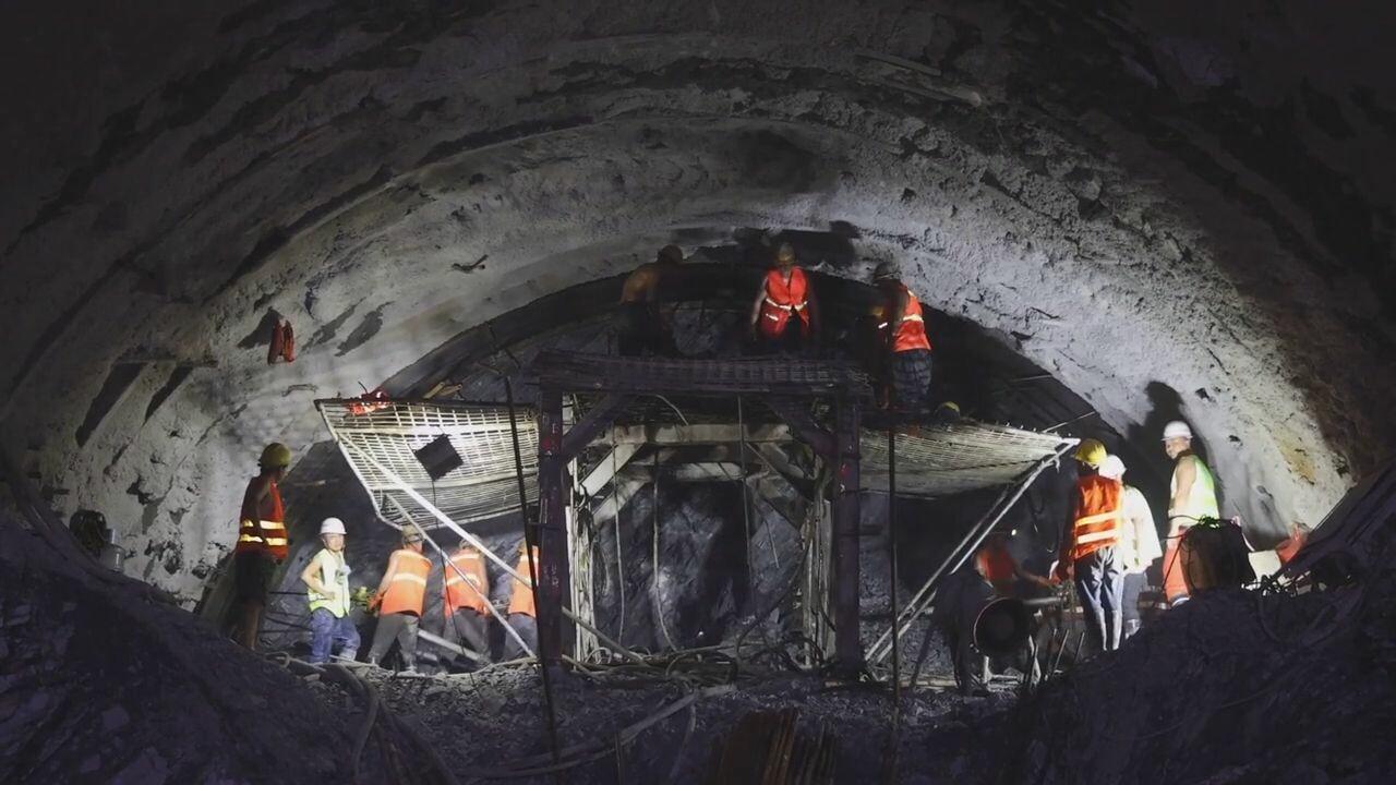 'ทางรถไฟจีน-ลาว' ขุดอุโมงค์แห่งสุดท้าย ยาว 9.5 กม. ทะลุสำเร็จ