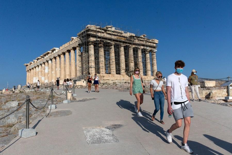 นักท่องเที่ยวเยือน 'พาร์เธนอน' วิหารกรีกโบราณในเอเธนส์