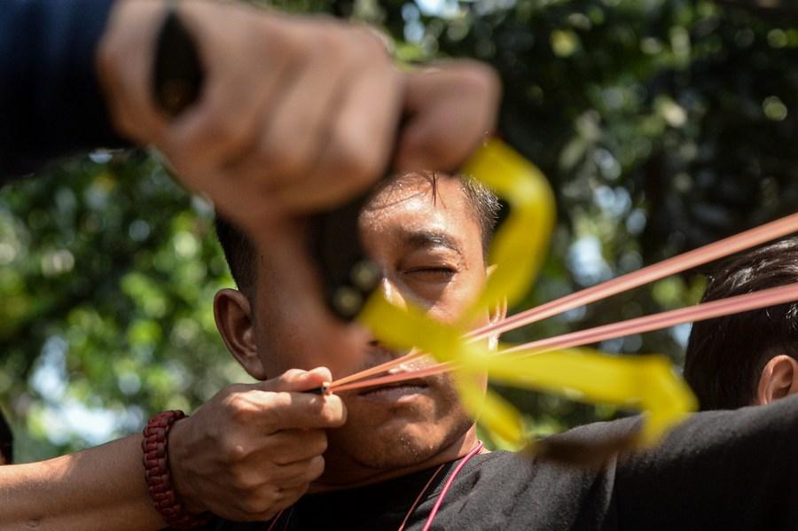 อินโดฯ จัดแข่งขัน 'ยิงหนังสติ๊ก' พื้นบ้าน