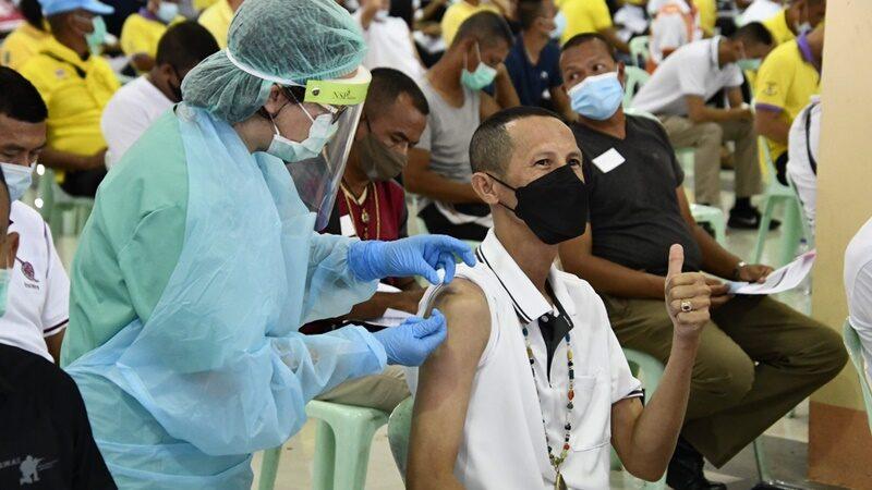 ตร.สุราษฎร์ฯ กว่า 2 พันนาย ตบเท้าฉีดวัคซีน ได้รับจัดสรรมากว่า 3.2 พันโดส