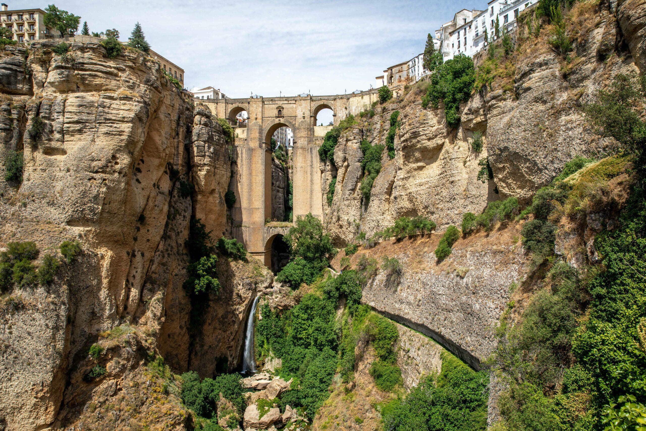 ยลทิวทัศน์งดงามของ 'รอนดา' เมืองริมผาสูงชันในสเปน