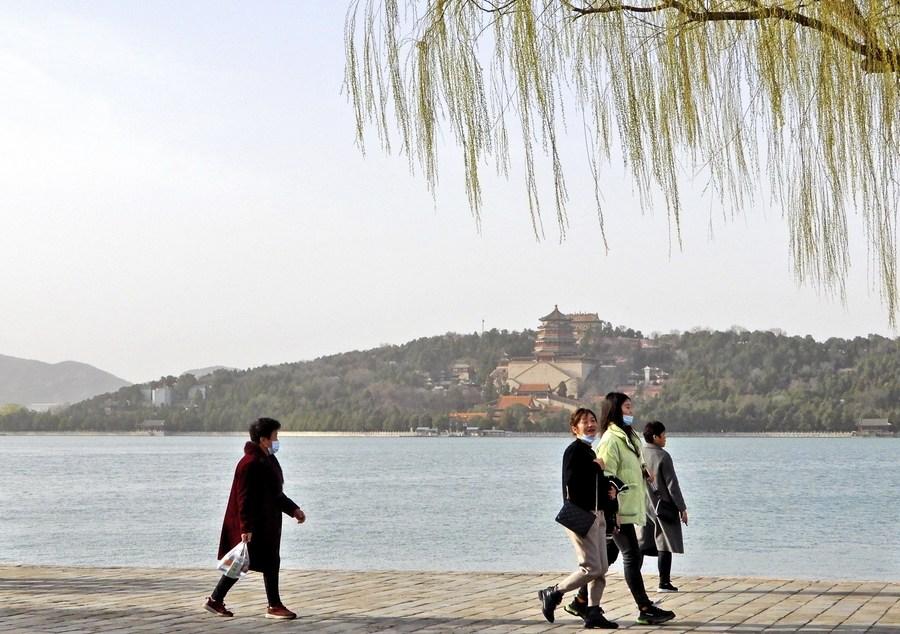'สวนสาธารณะปักกิ่ง' ต้อนรับผู้เยี่ยมชมกว่า 3 ล้านครั้งช่วงวันหยุดเรือมังกร