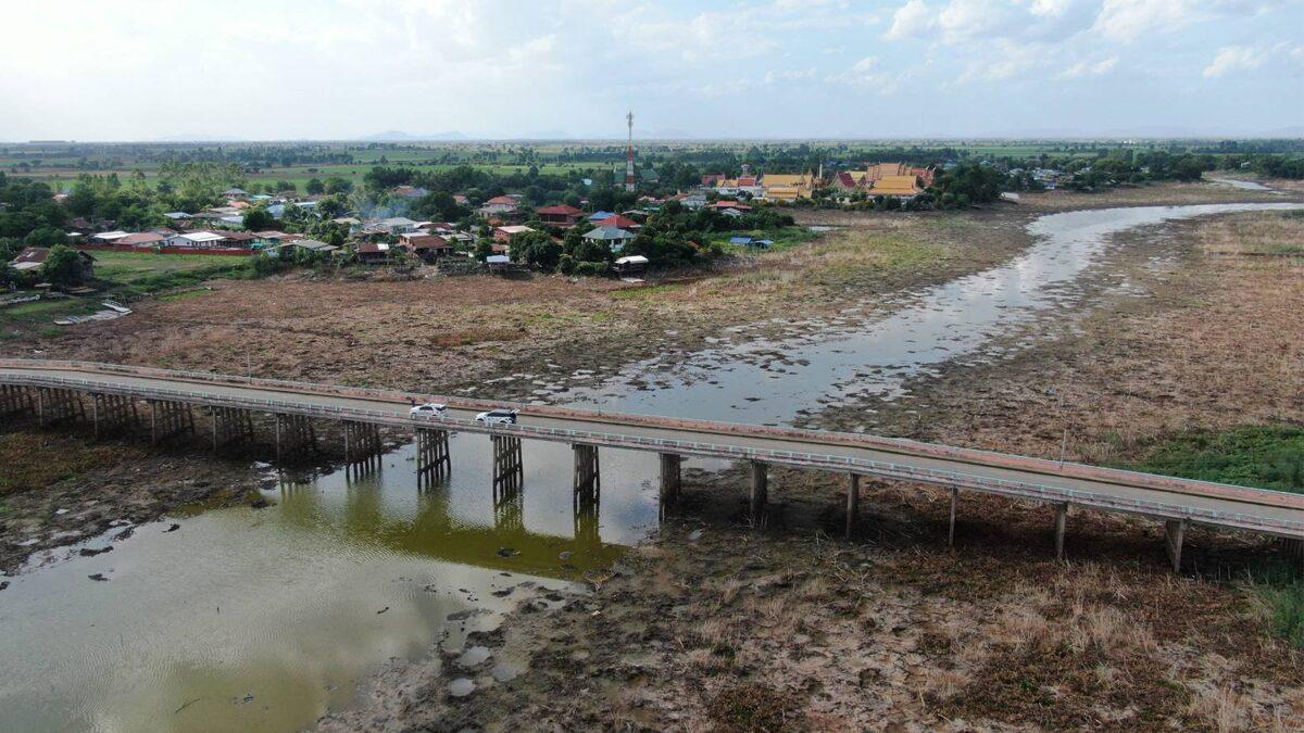 ลพบุรี แล้งหนักระดับวิกฤต ลุ่มน้ำแห้งขอด ไม่มีน้ำไหลผ่านมา 1 เดือน