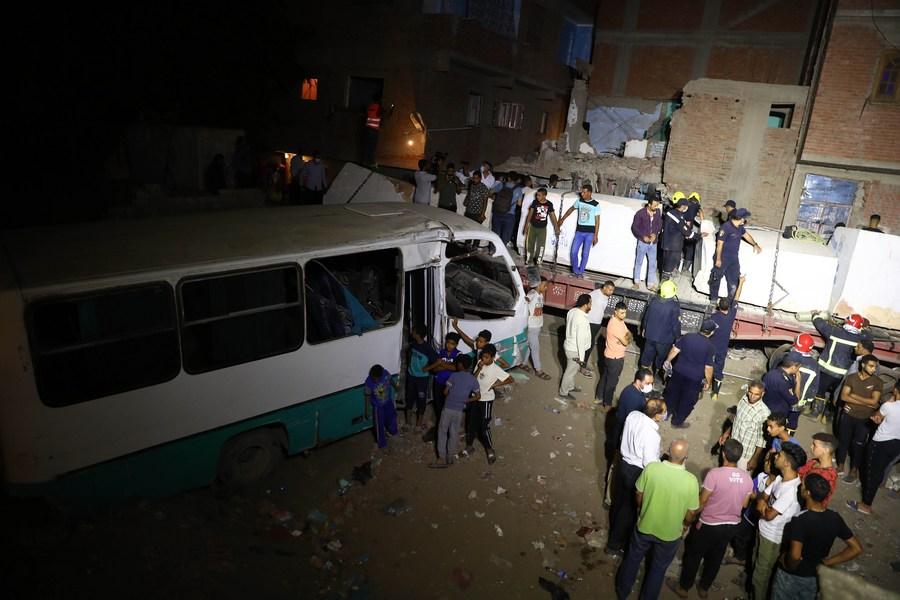 รถไฟชนรถบัสในอียิปต์ ดับ 2 เจ็บ 6