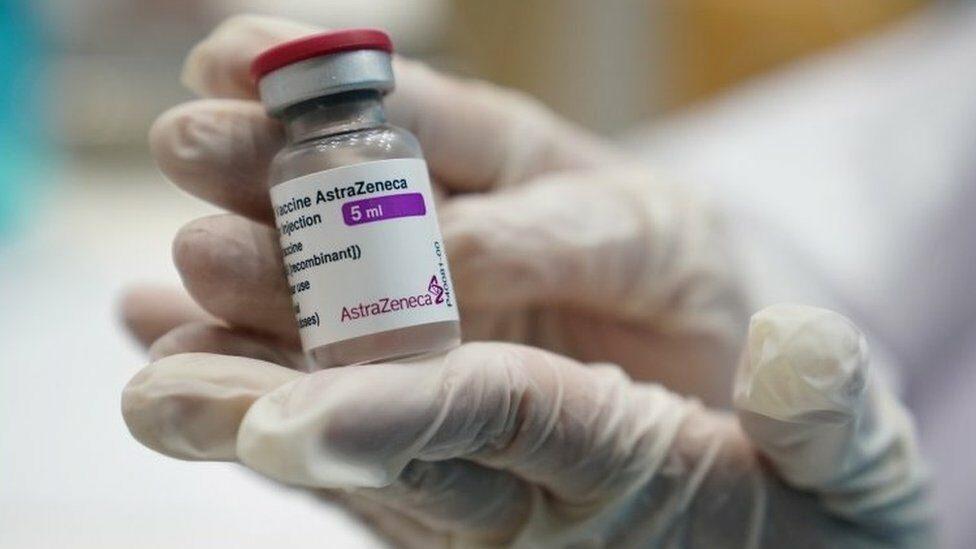 """วัคซีนโควิด: แอสตร้าเซนเนก้าระบุ กำหนดส่งมอบวัคซีนปรับเปลี่ยนได้ """"ไม่ใช่เรื่องผิดปกติ"""""""