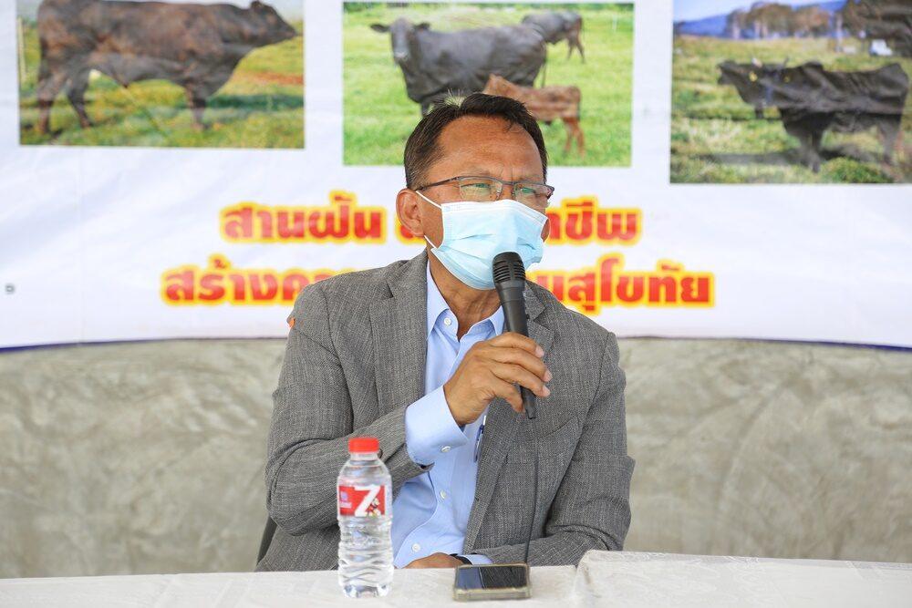 'สมศักดิ์'ลุยสุโขทัยติดตามโครงการขับเคลื่อนไทยไปด้วยกัน ดูชาวบ้านเลี้ยงวัวโคบาลประชารัฐ