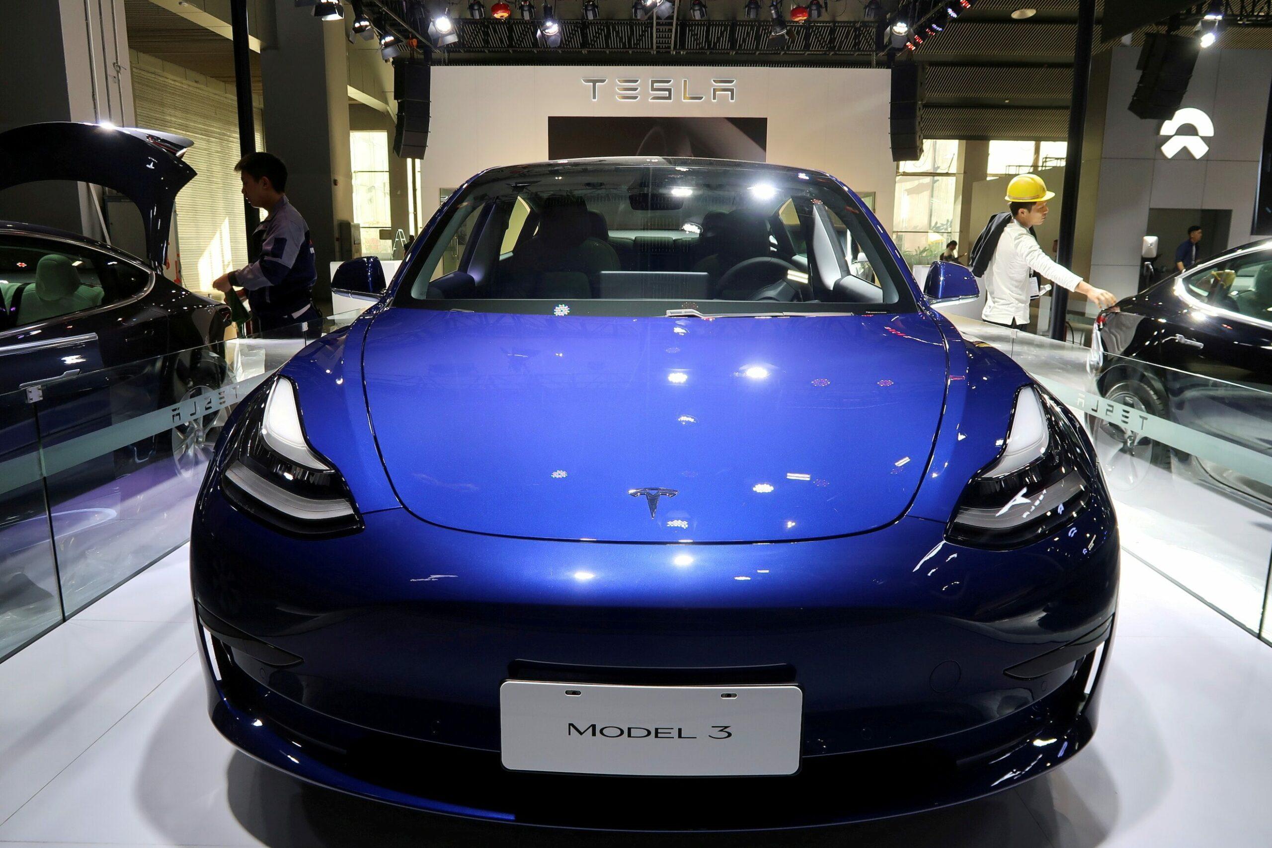เทสลาเรียกคืนรถกว่า 285,000 คันในจีน เหตุซอฟต์แวร์ขัดข้อง