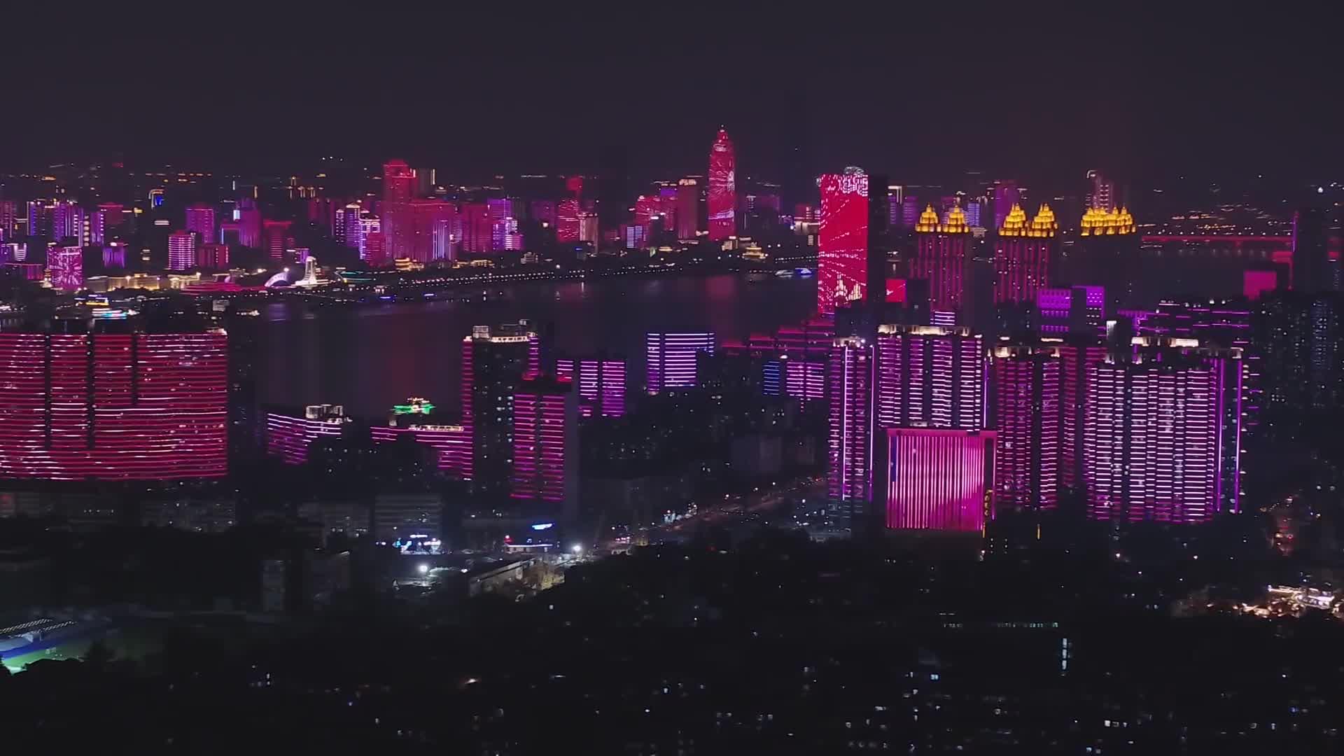 ยิ่งใหญ่! อู่ฮั่นโชว์แสงสียามราตรี ฉลอง 'พรรคคอมมิวนิสต์จีน' ครบ 100 ปี