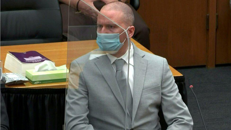 อดีตตำรวจสังหาร จอร์จ ฟลอยด์ แสดงความเสียใจต่อครอบครัวหลังถูกศาลตัดสินจำคุก 22 ปีครึ่ง