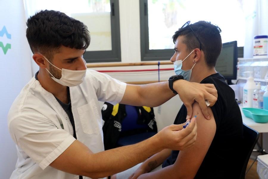นายกฯ อิสราเอลวอนวัยรุ่นฉีดวัคซีนโควิด-19 หลัง 'สายพันธุ์เดลตา' ระบาด