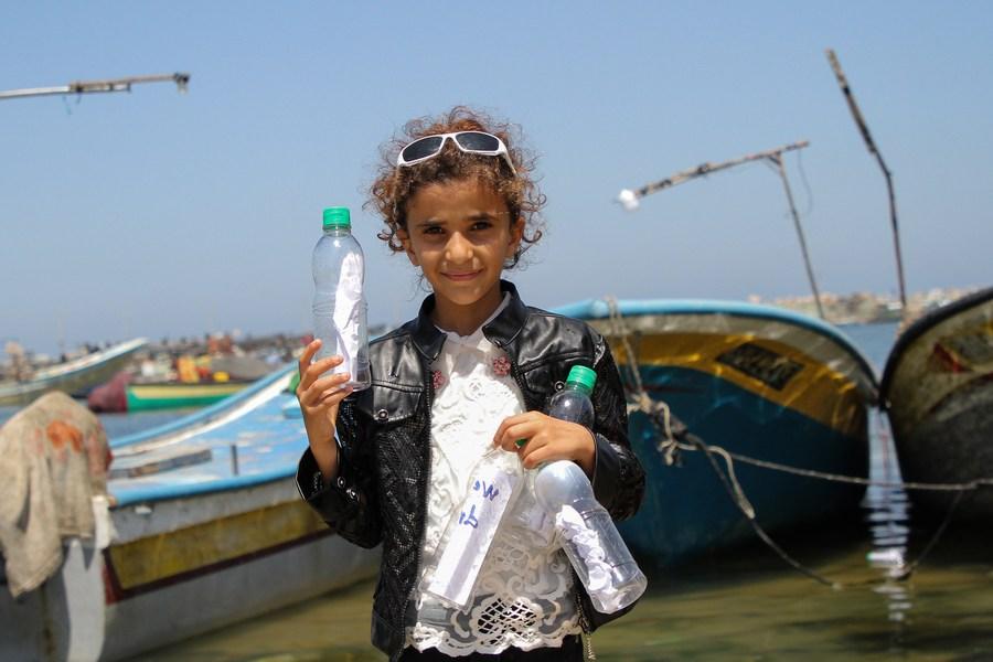 เด็กใน 'ฉนวนกาซา' รวมตัวเขียนข้อความขอความช่วยเหลือ