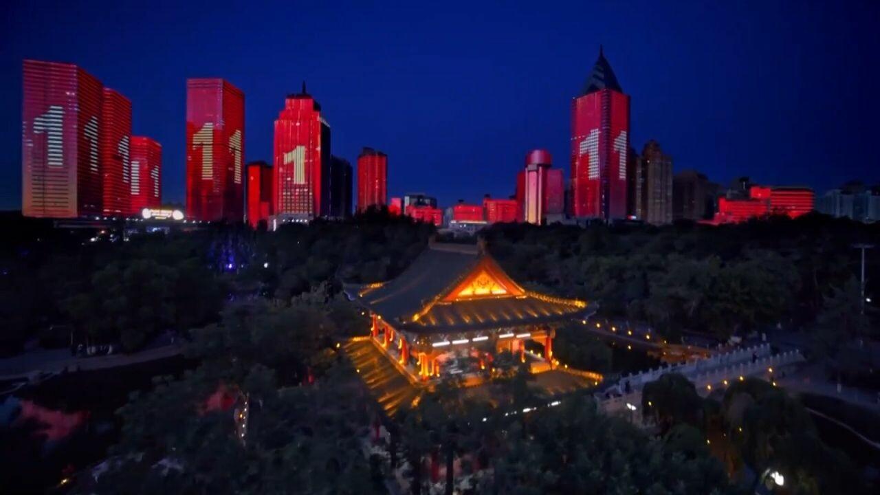 ซินเจียงจัดโชว์แสงสีอลังการ ฉลอง 'พรคคอมมิวนิสต์จีน' ครบ 100 ปี