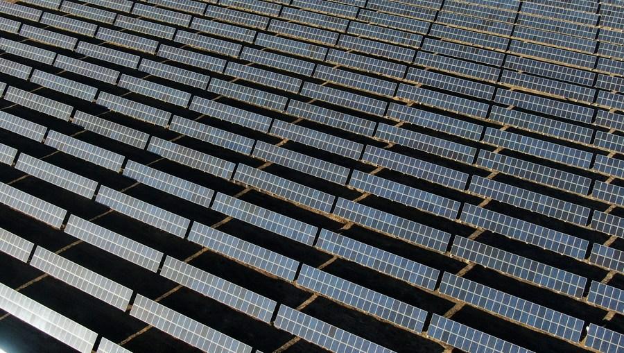 จีนมี 'พลังงานสะอาด' คิดเป็นเกือบครึ่งของกำลังผลิตติดตั้ง