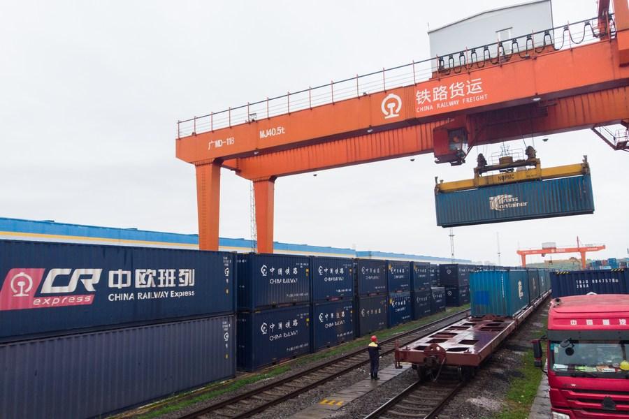 จีนเผย 'การค้าระหว่างประเทศ' ครึ่งปีแรก โตทุบสถิติทะลุ 18 ล้านล้านหยวน