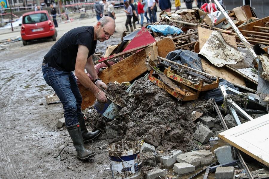 เบลเยียมเก็บกวาดเมืองเผชิญน้ำท่วมฉับพลัน ดับ 21 หาย 18