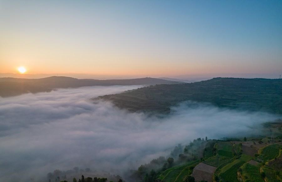 'ทะเลเมฆ' ห่มคลุมหมู่บ้านในกานซู่