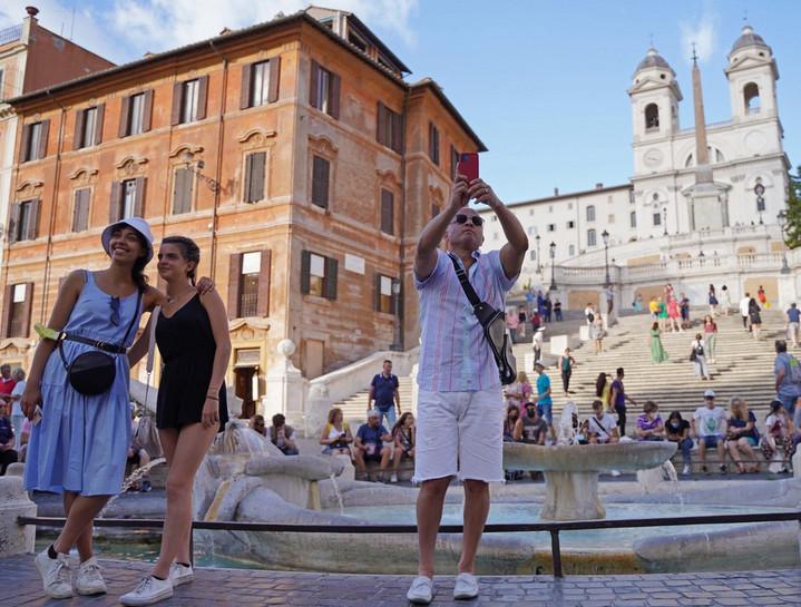 อิตาลีฉีดวัคซีนโควิด-19 ประชากรกลุ่มเป้าหมายครบโดสกว่า 50% แล้ว
