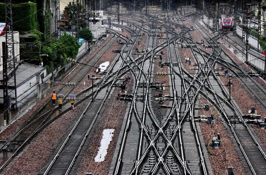 จีนฟื้นบริการ 'รถไฟ' ในเหอหนาน หลังเผชิญฝนกระหน่ำ