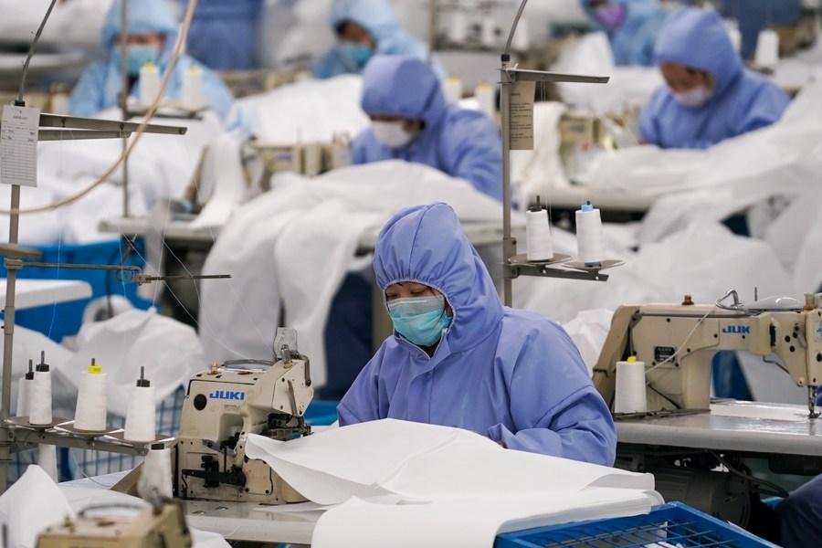 แบรนด์จีนส่งออกเสื้อผ้า 'เป็นกลางทางคาร์บอน' ครั้งแรก