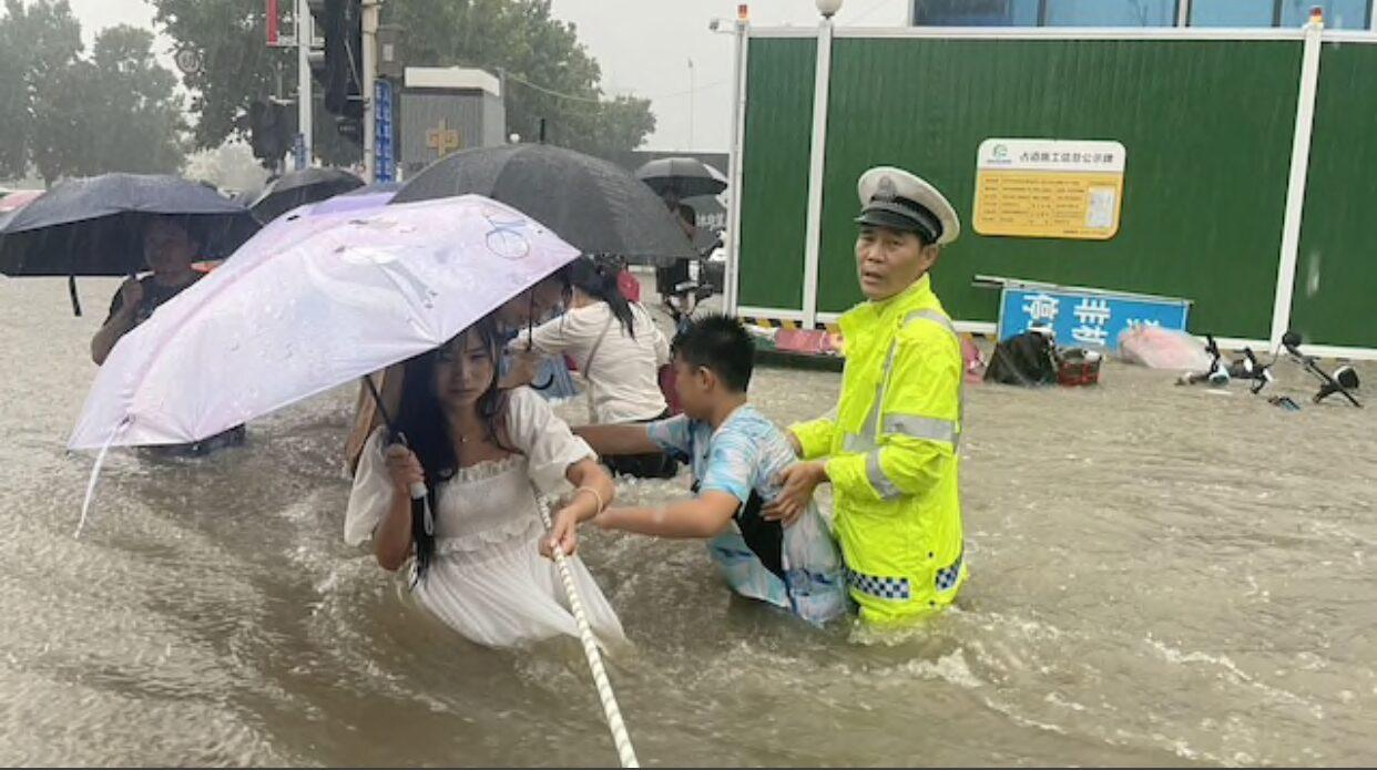 น้ำท่วมเหอหนานยังหนัก ตายแล้ว 25 สูญหาย 7