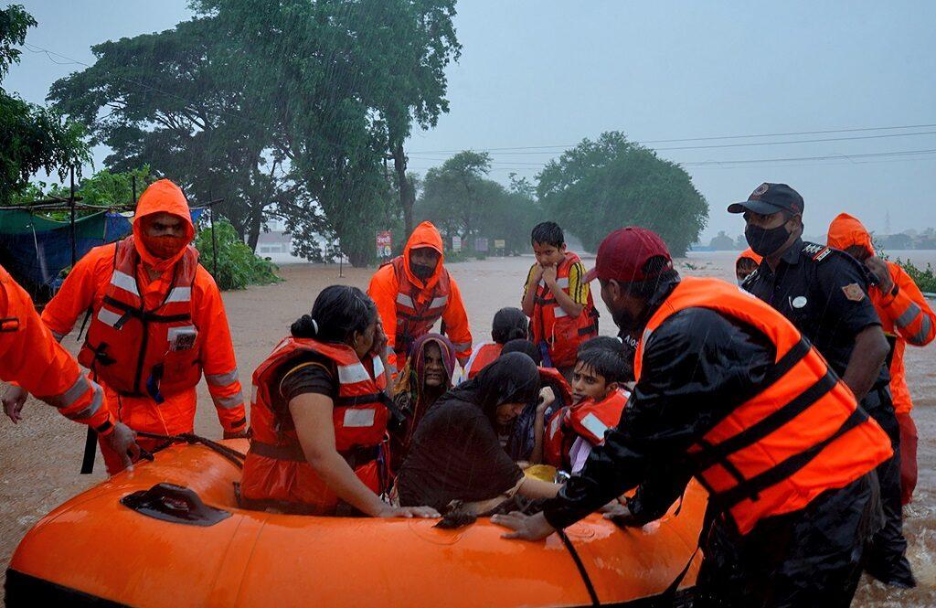 อินเดียยังหนัก! เหยื่อน้ำท่วม-ดินถล่ม ดับพุ่งอย่างน้อย 125 ราย
