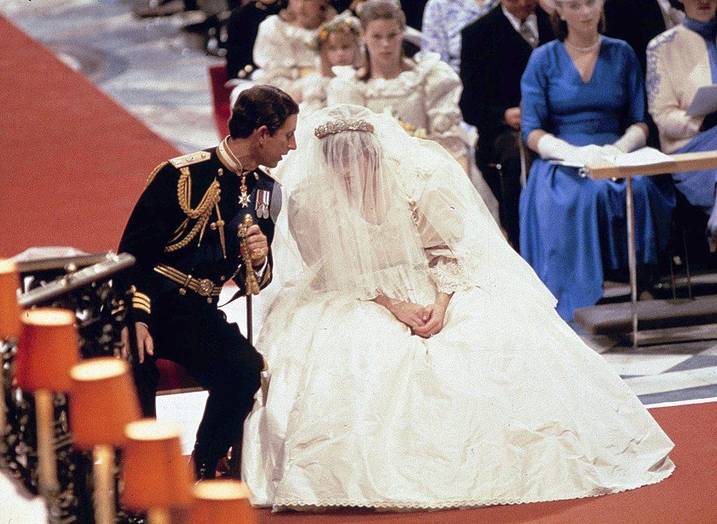 งานแต่งงานแห่งศตวรรษ 40ปีอภิเษกเจ้าหญิงไดอานา ทรงขอดอกไม้2ช่อ