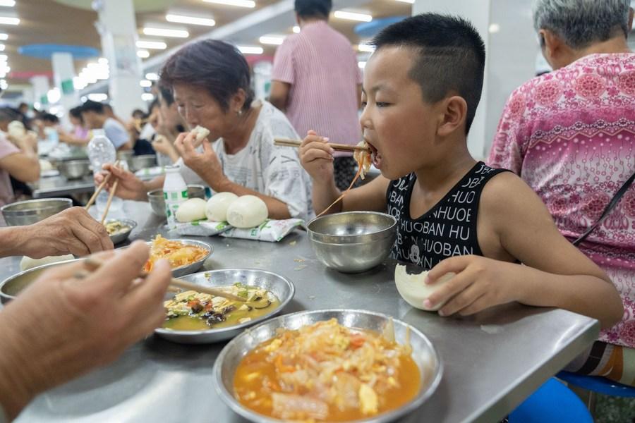 ดูแลเต็มที่ 'ศูนย์พักพิงเมืองเฮ่อปี้' จัดอาหาร-ที่พักให้ผู้ประสบภัย